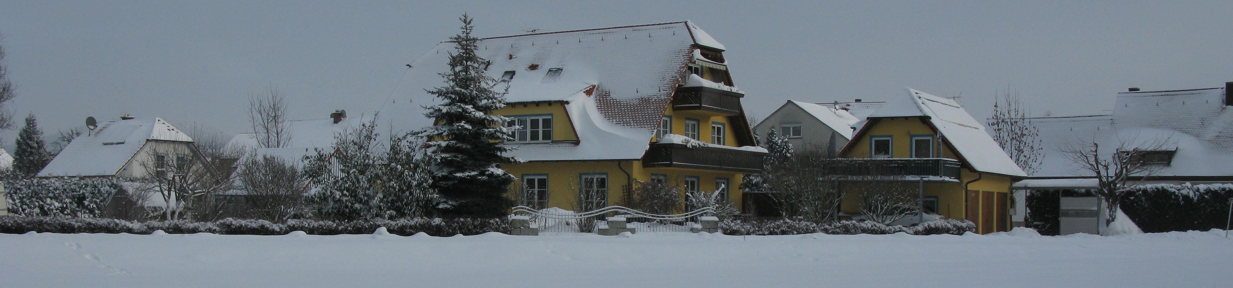 Panorama Anwesen Fliederweg 29 in Eggolsheim im Winter 2010