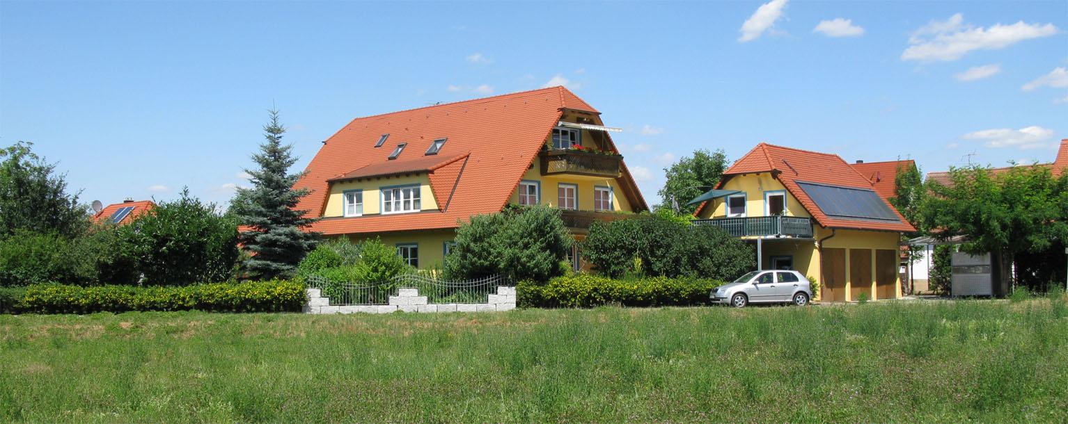 Anwesen Fliederweg 29 in Eggolsheim im Sommer