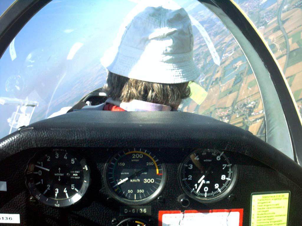 ASK21 in 1100 Höhe über Eggolsheim mit einem Meter steigen