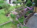 Blick auf den Terassengarten an der Nordseite vom Haus in Richtung Osten